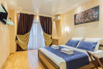 Стильная новая евроквартира с роскошной спальней и яркой гостиной-студией, в самом центре